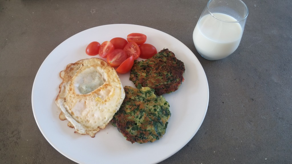 Spenatplättar och stekt ägg